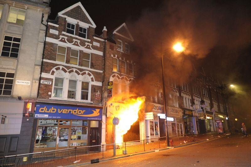 London_riots_looting